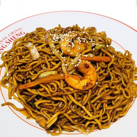 Noodles salteados a la salsa teriyaki